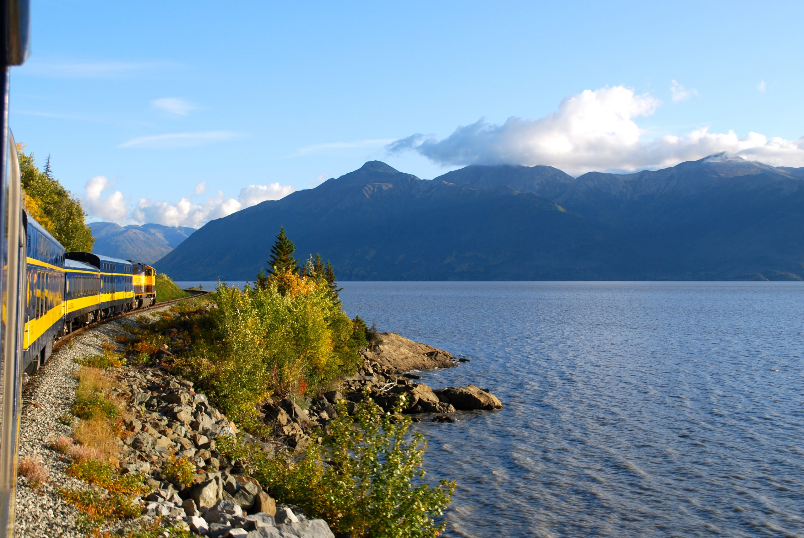 Vacker vy över Alaska Railroad and Turnagain Arm foto Nicole Geils