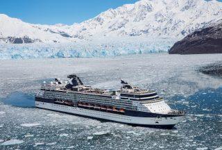 Celebrity Millennium fartyg i Hubbard Glacier i Alaska