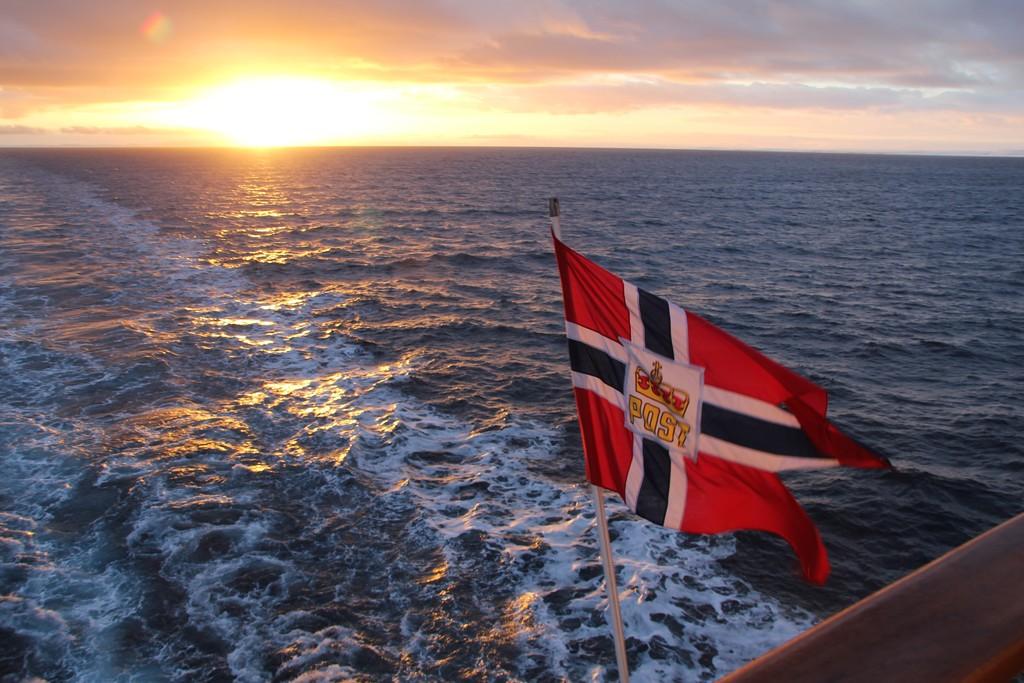Den norska postflaggan som används ombord Hurtigrutens fartyg