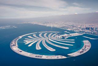 Palm island är en konstgjord ö i Dubai