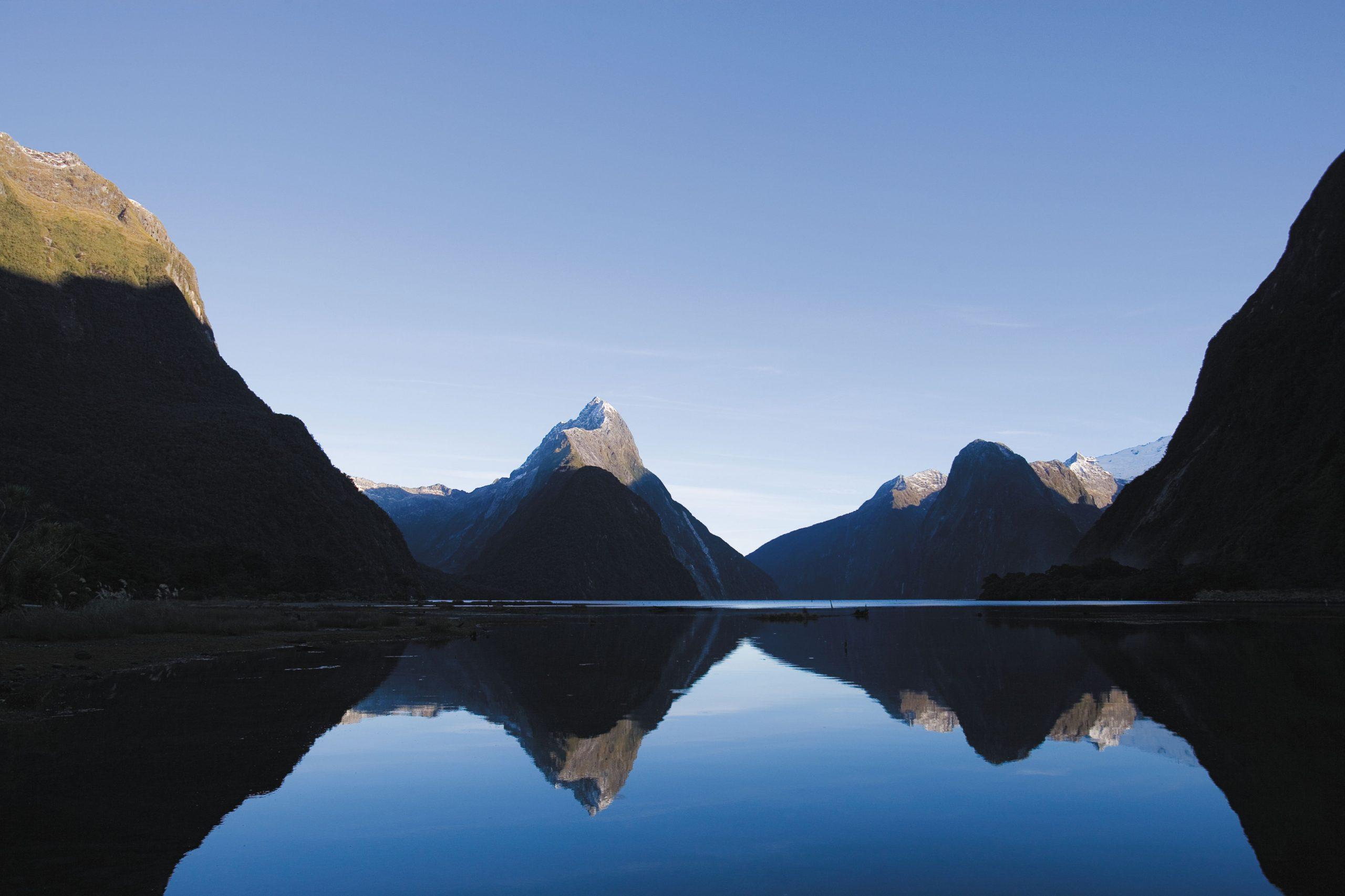 Fiordland Nya Zeeland berg och vatten