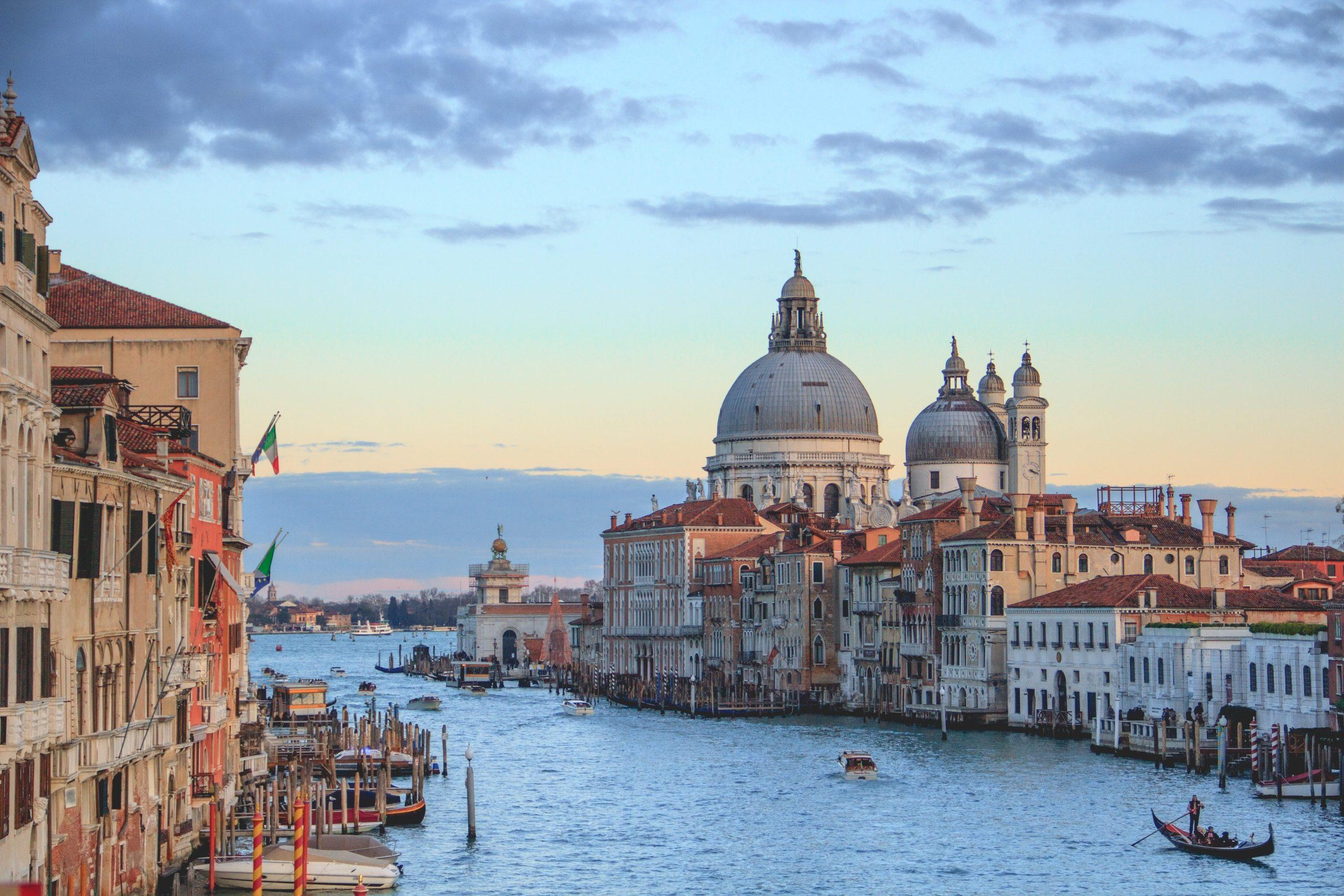 Stadsvy över Venedig i Italien