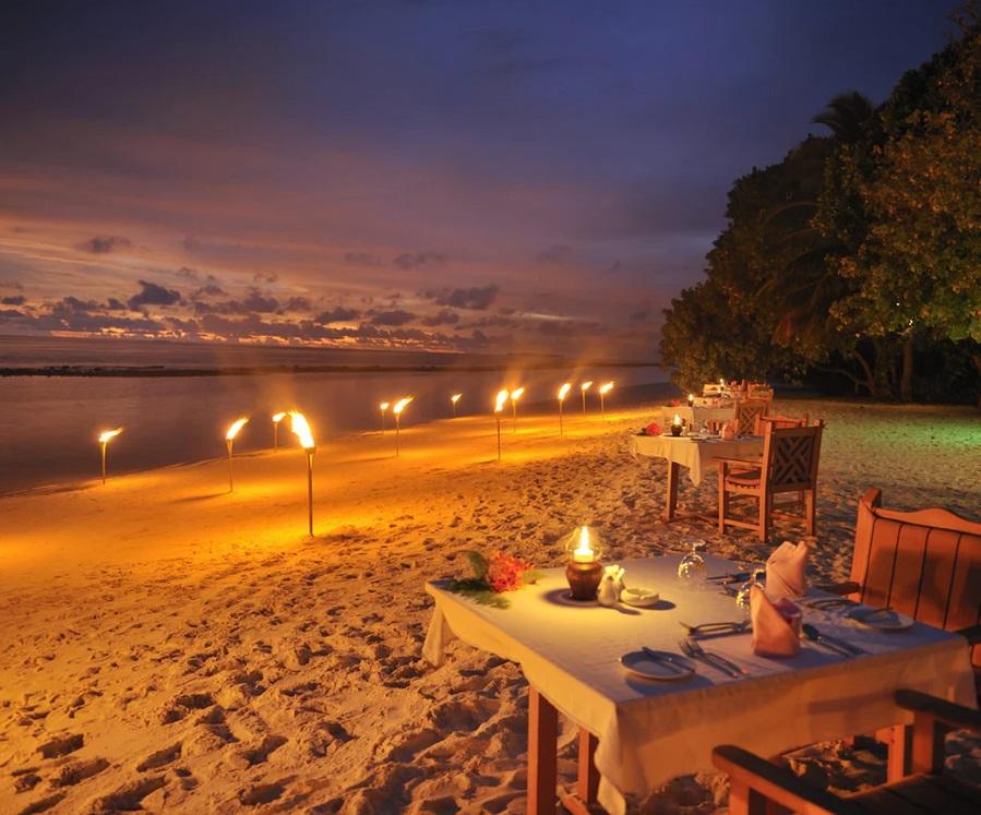 Middag på stranden i Maldiverna
