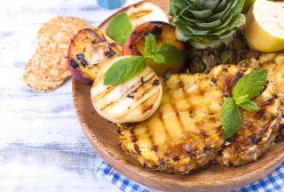Grillad ananas och annan frukt, centralamerikansk mat