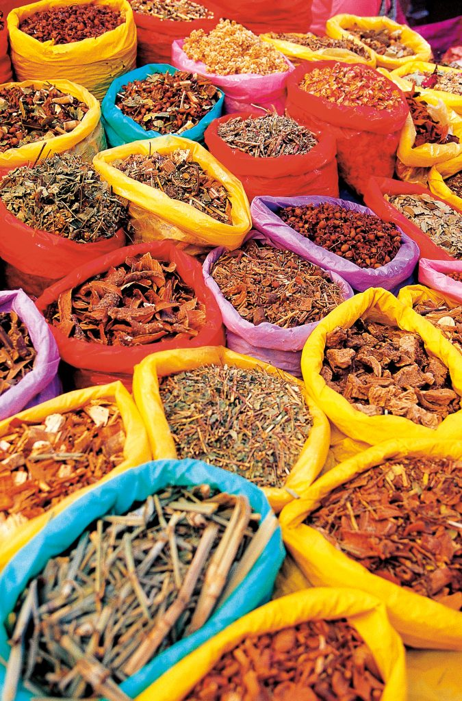 Marknad med kryddor till försäljning i Panama