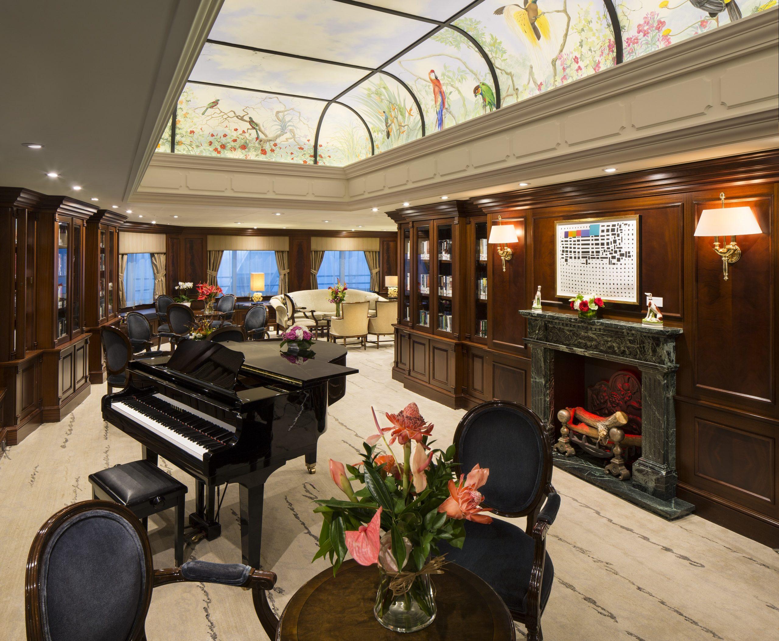 """Piano i """"drawing room"""" ombord Azamara Journey"""