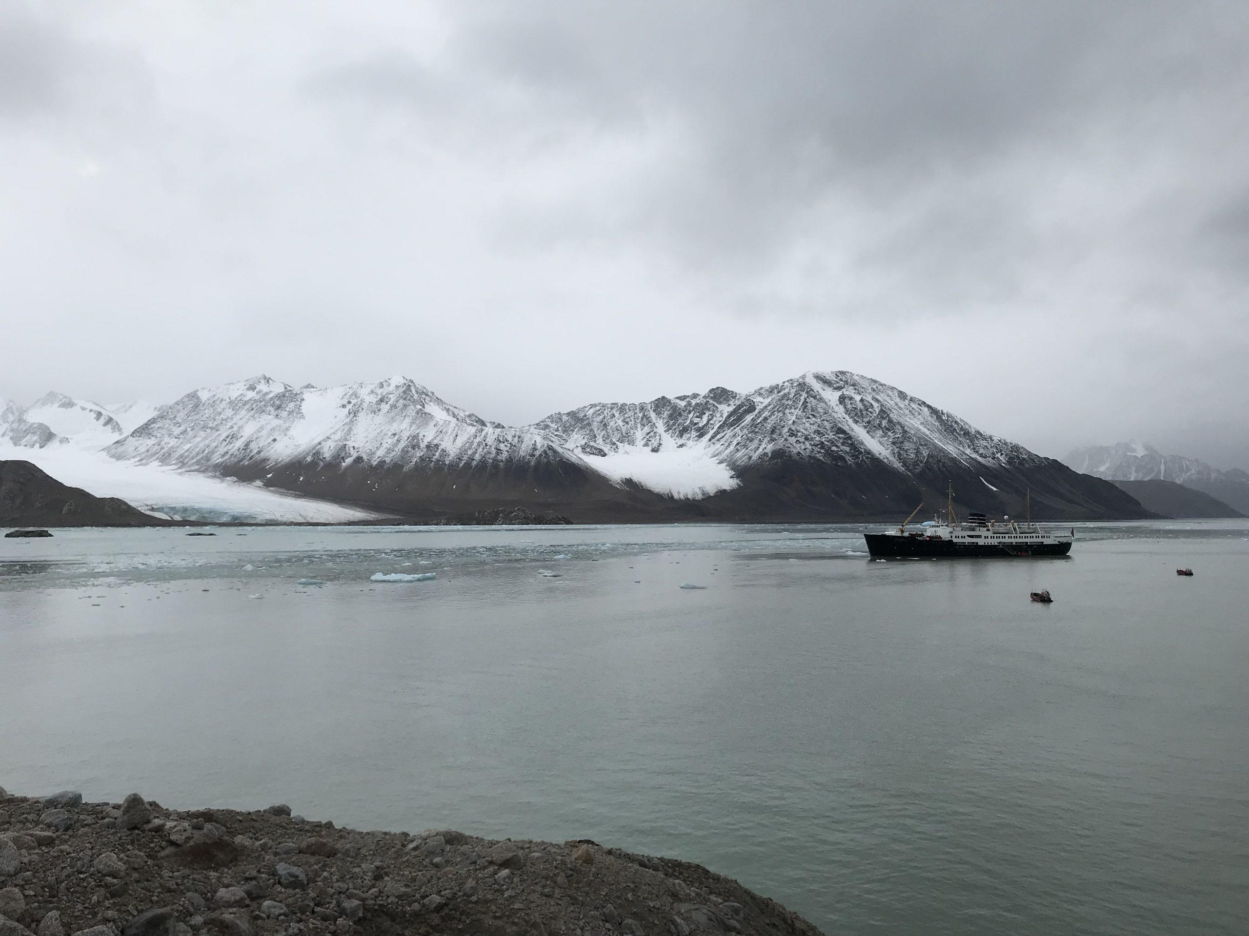 Snö, is och berg i Svalbard