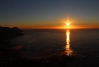 Vacker solnedgång i Kapstaden