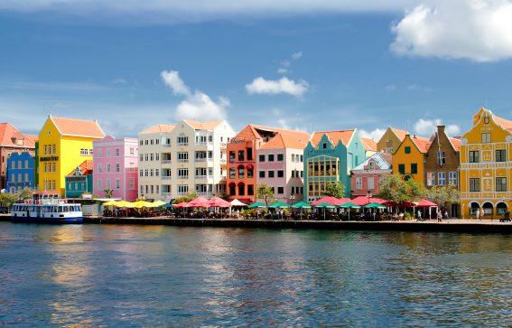 Färgglada hus i Willemstad på Curacao Karibien