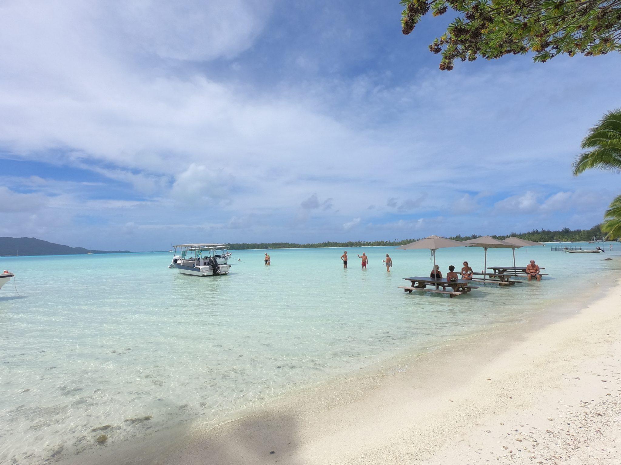 Lunch vid stranden på Bora Bora