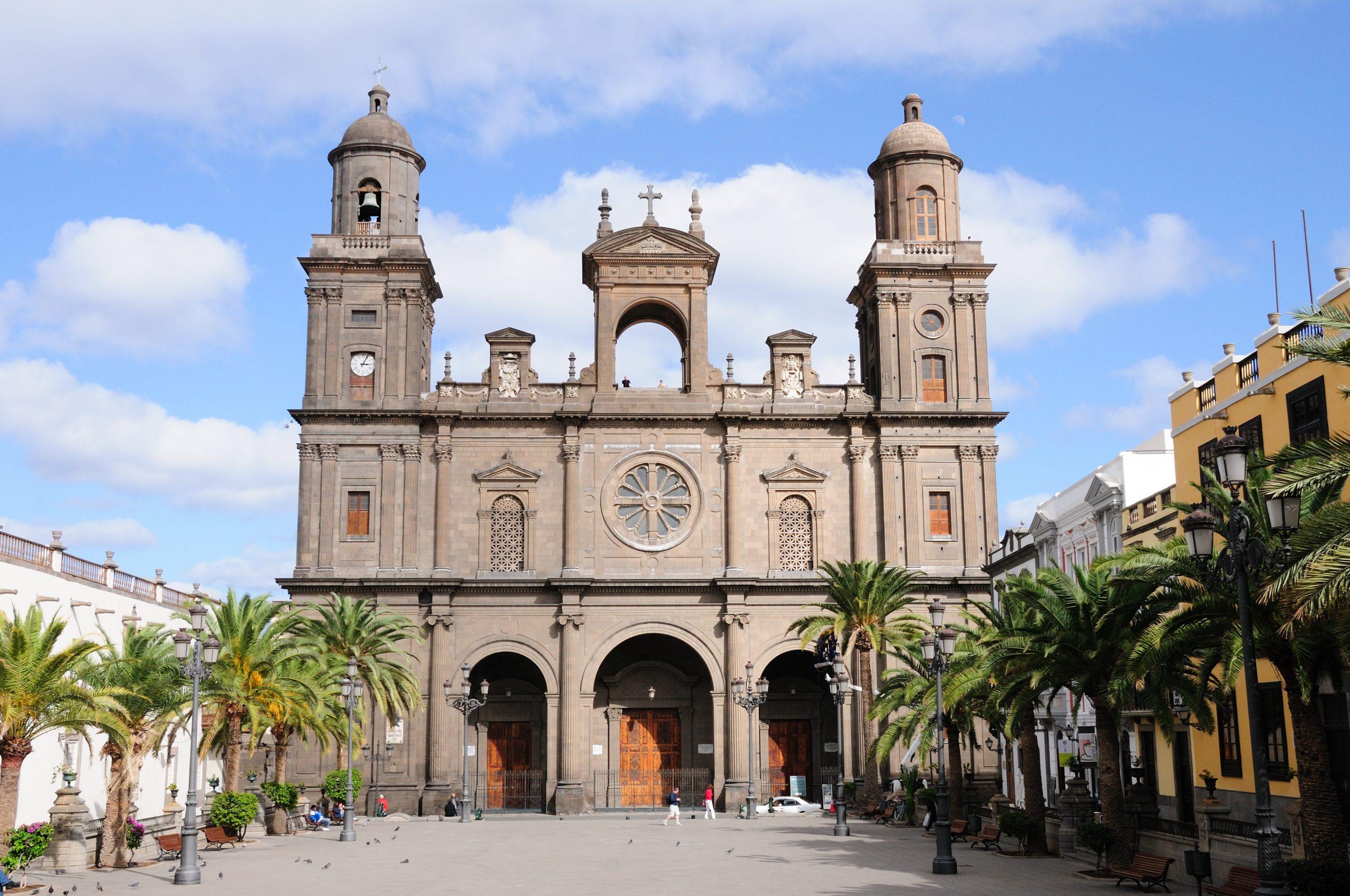 Las Palmas katedral och palmer