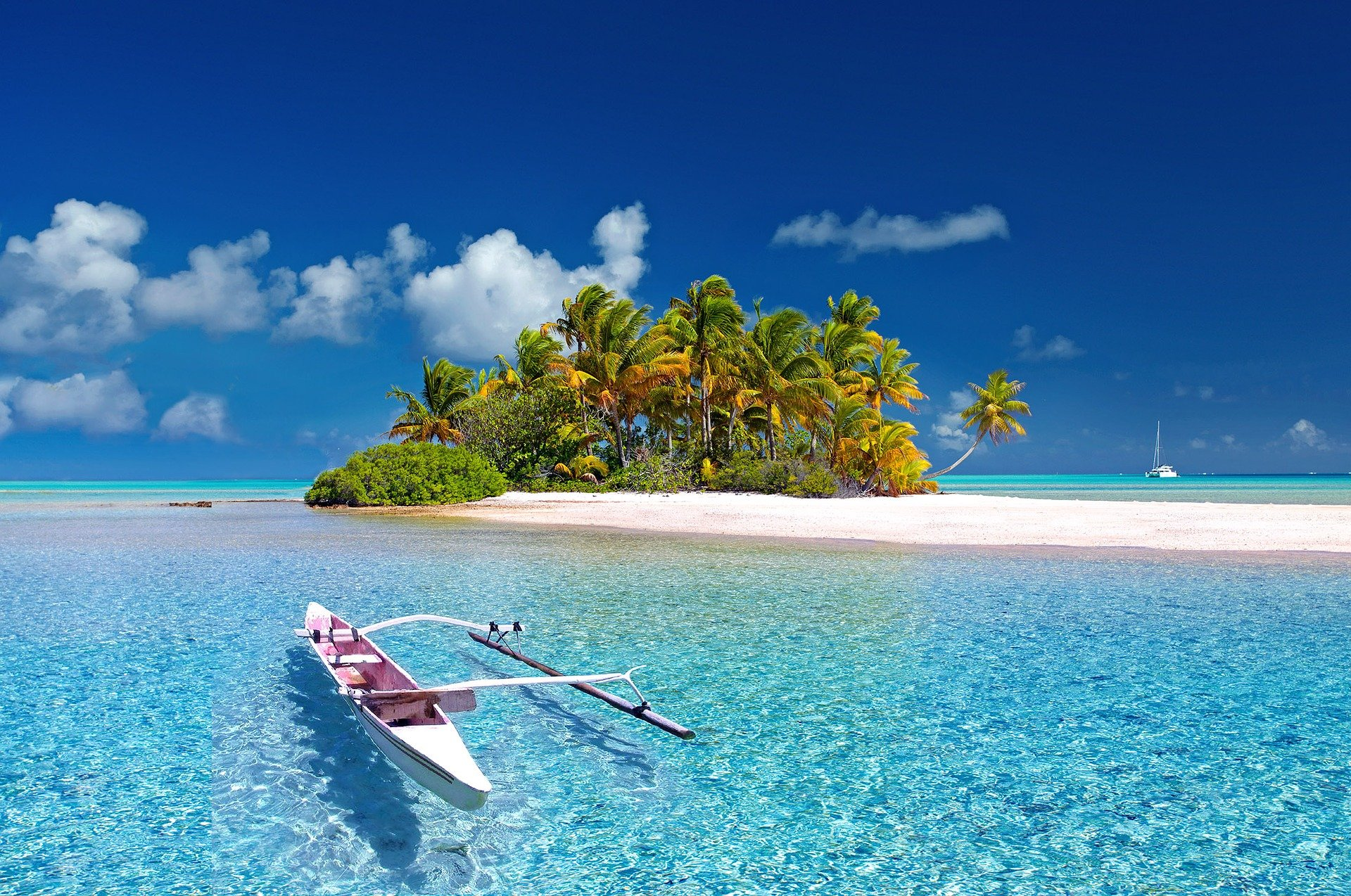 boat-in-french-polynesia