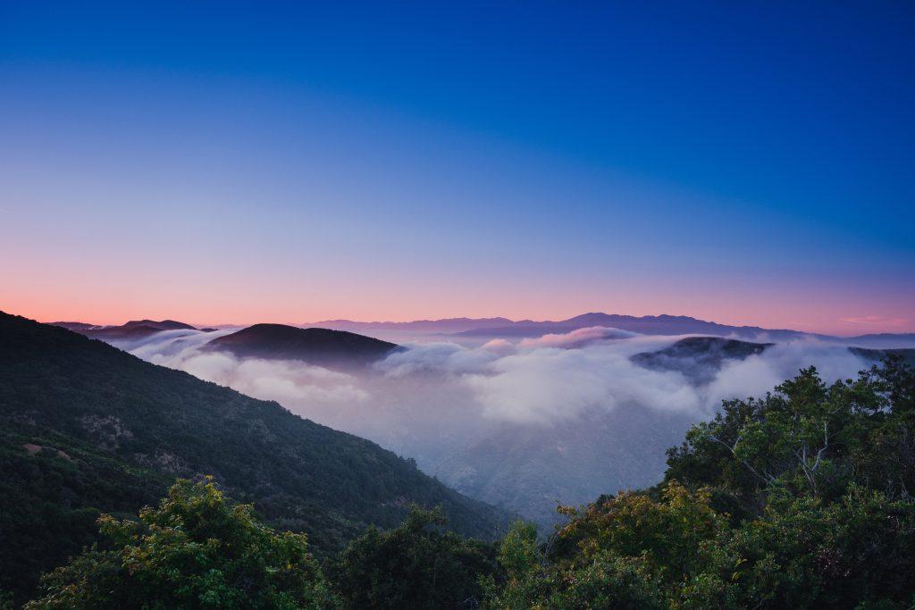 berg i solnedgången på ön maui
