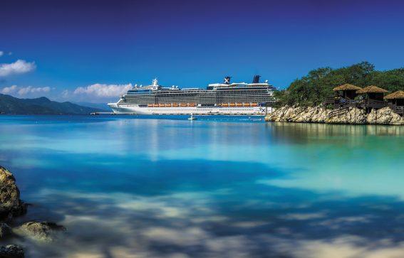 Celebrity Cruises fartyg Celebrity Silhouette i vattnet utanför Labadee, Haiti