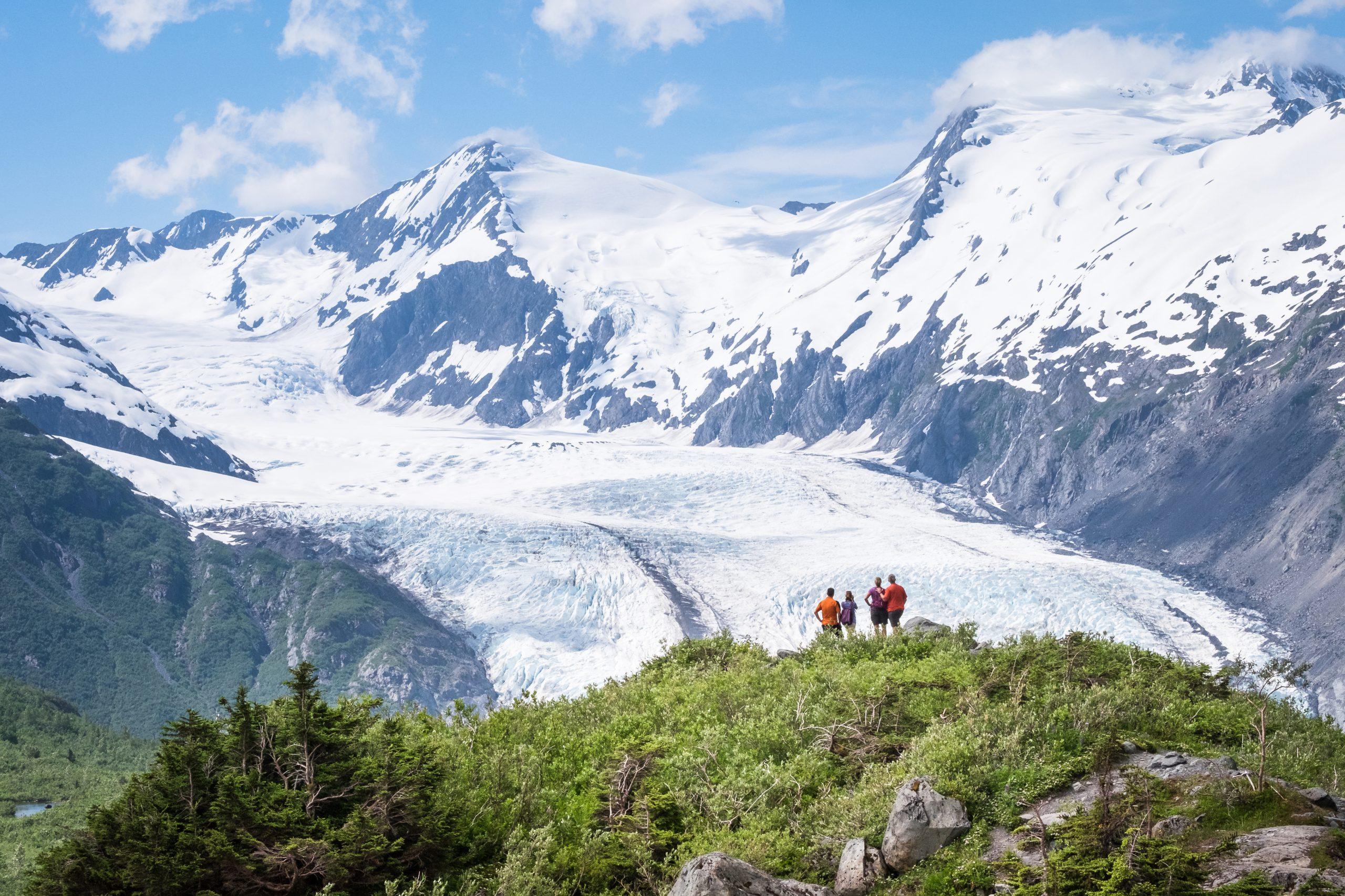 Vy över Portage Pass och en grupp människor, foto av JodyO