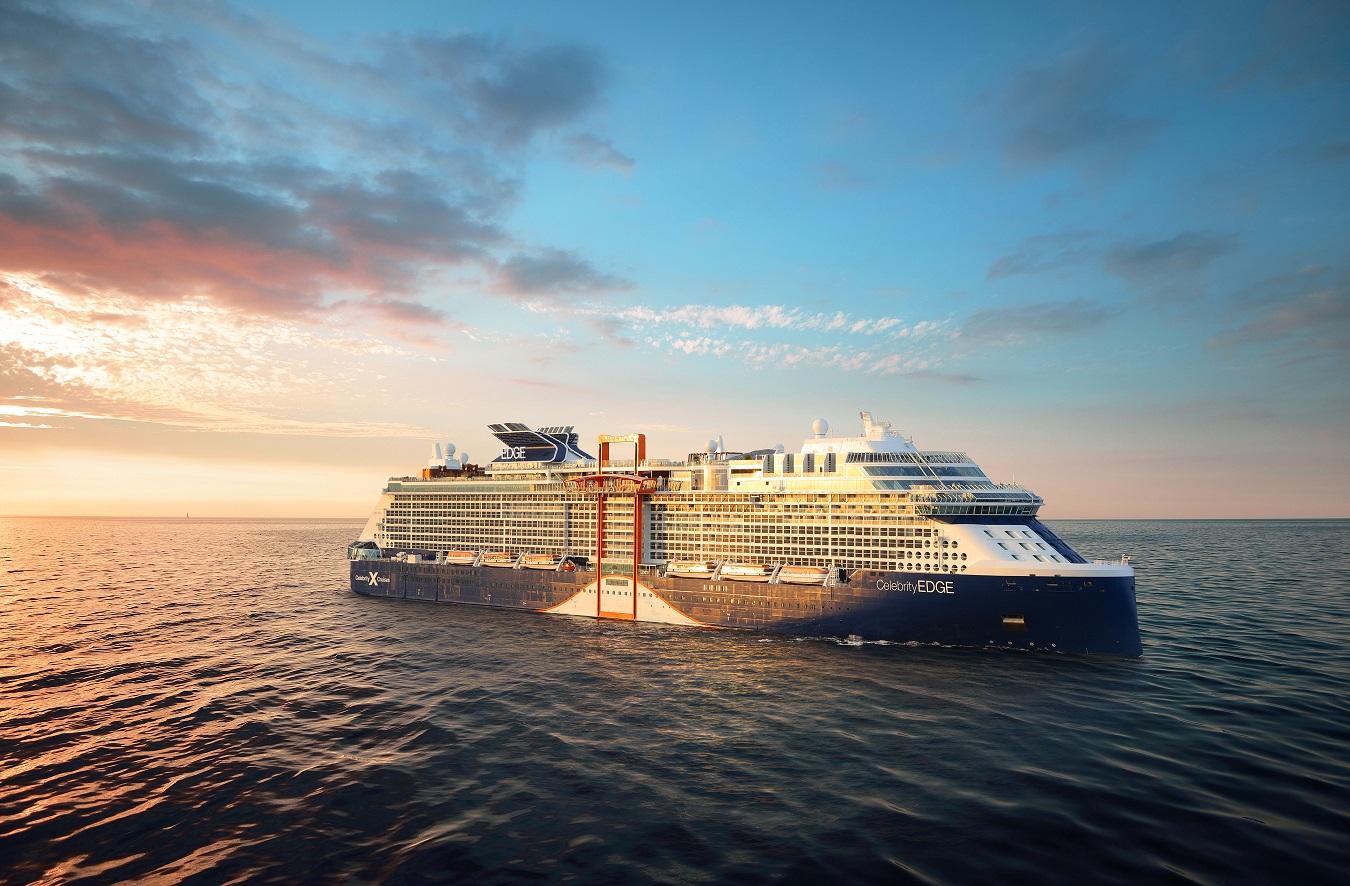 Celebrity Edge kryssningsfartyg i skymning
