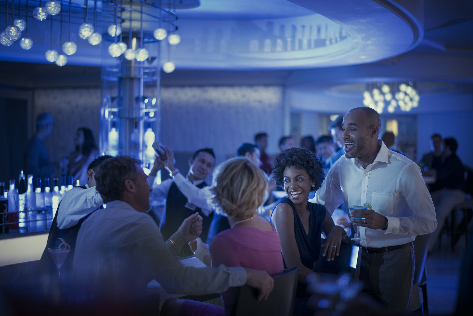 Celebrity Solstice martini bar kvällstid