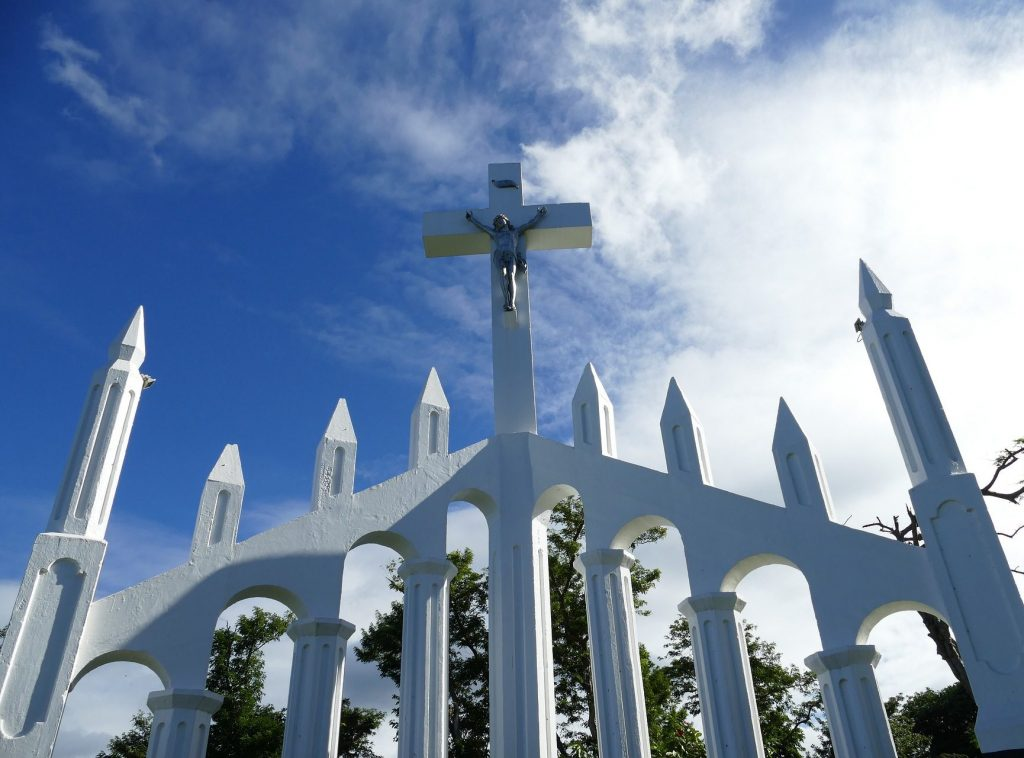 dominica roseau christ monument