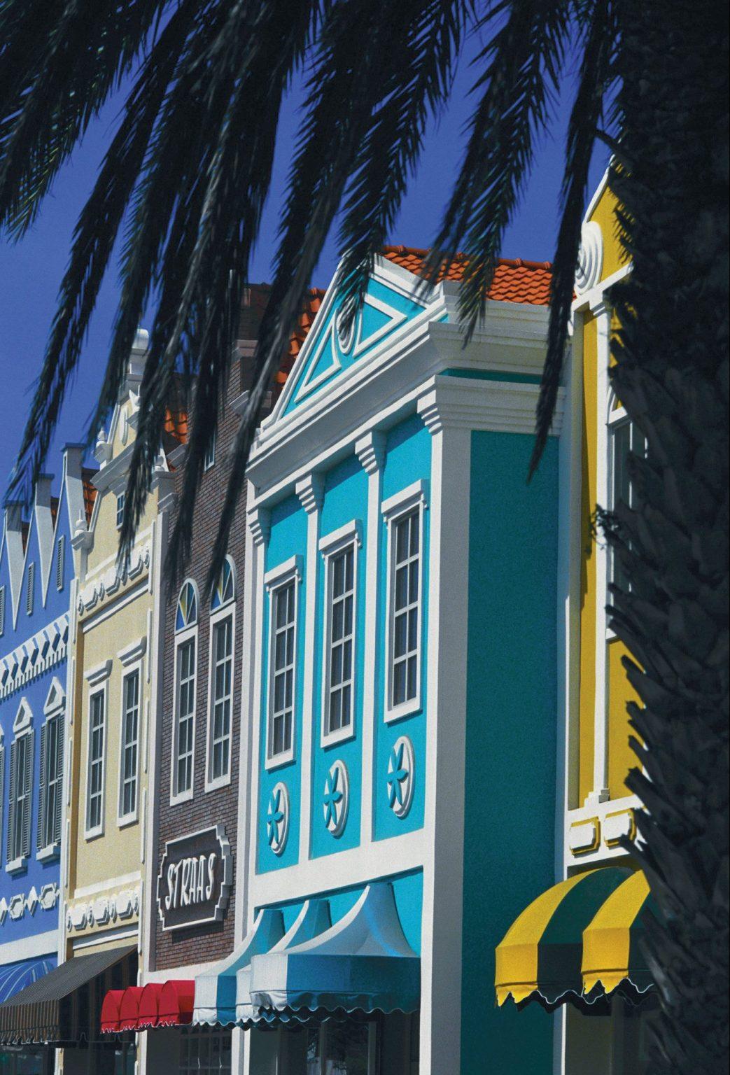 Färgglada hus i Curacao
