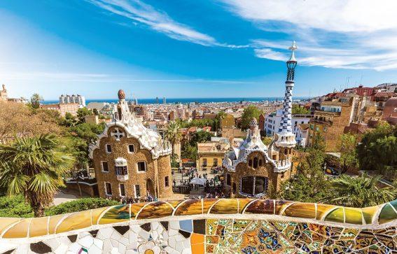 Vacker arkitektur i Park Guell i Barcelona