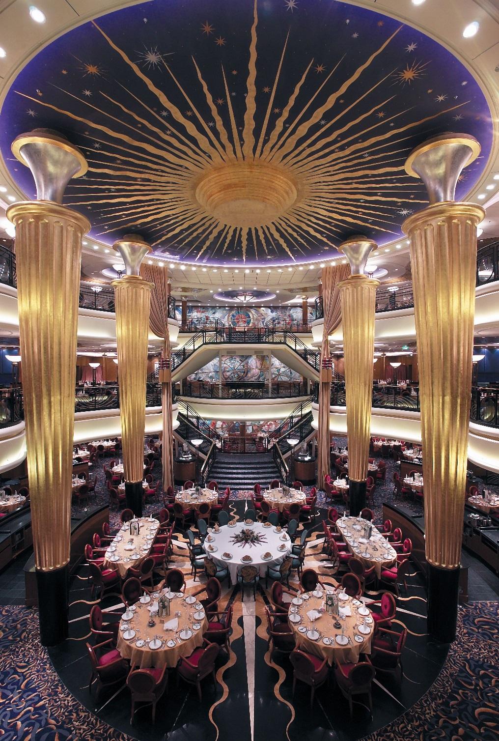 Vacker restaurang ombord Explorer of the Seas