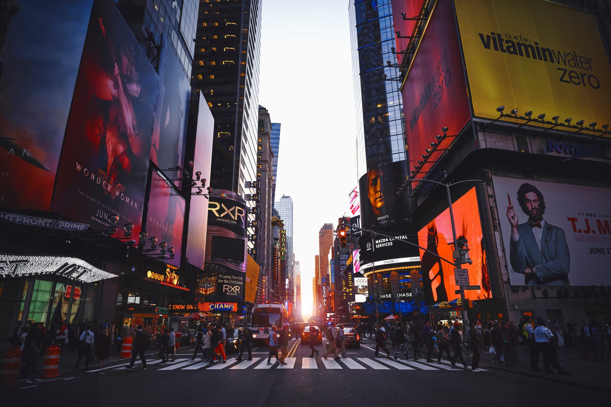 Solnedgång i Times Square New York City