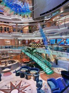 Atrium ombord Serenade of the Seas