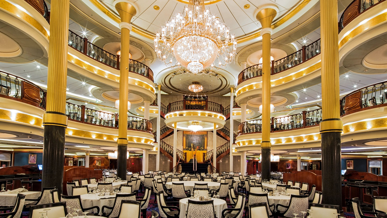Main Dining room ombord Voyager of the Seas