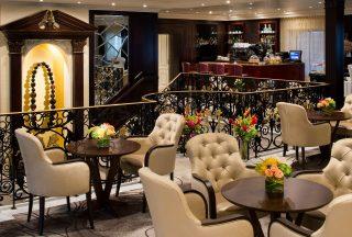 Mosaic cafe ombord Azamara Journey