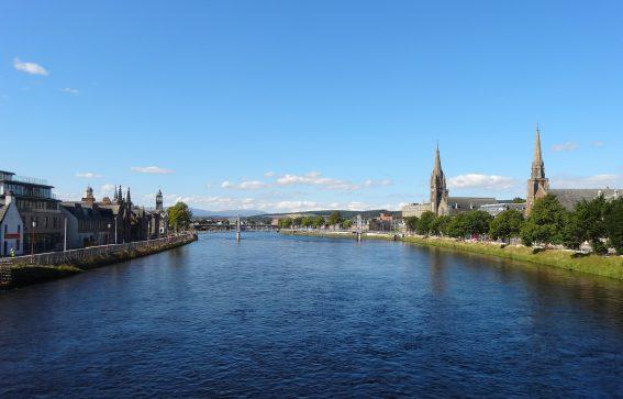 Flod i Inverness Skottland