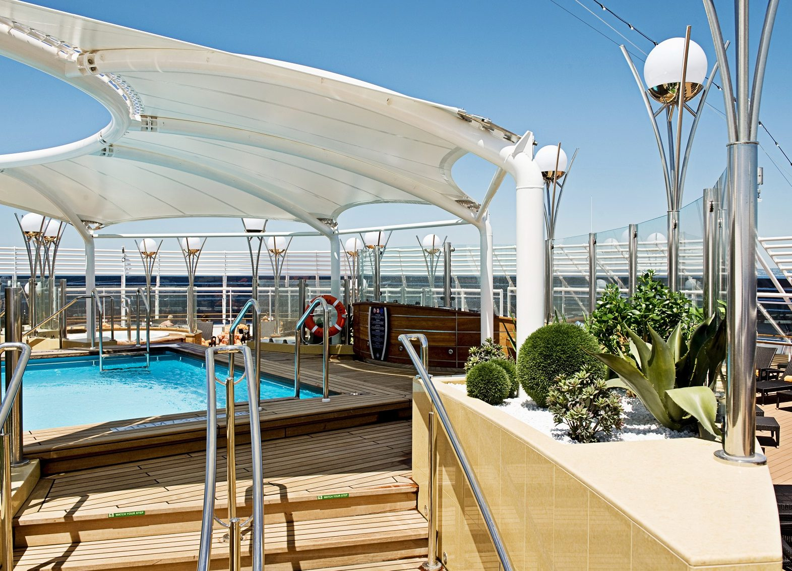MSC Splendid pool area