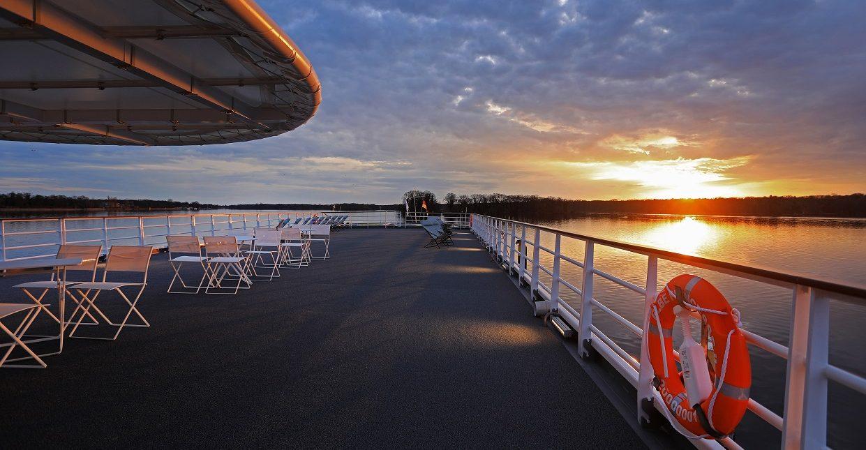 Solnedgång i fjärran ombord MS Princesse II, CroisiEurope