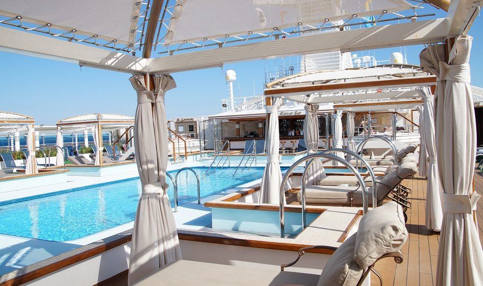 Poolområdet ombord en av Princess Cruises fartyg