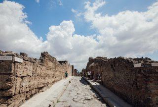 Historisk gata i Pompeji Italien